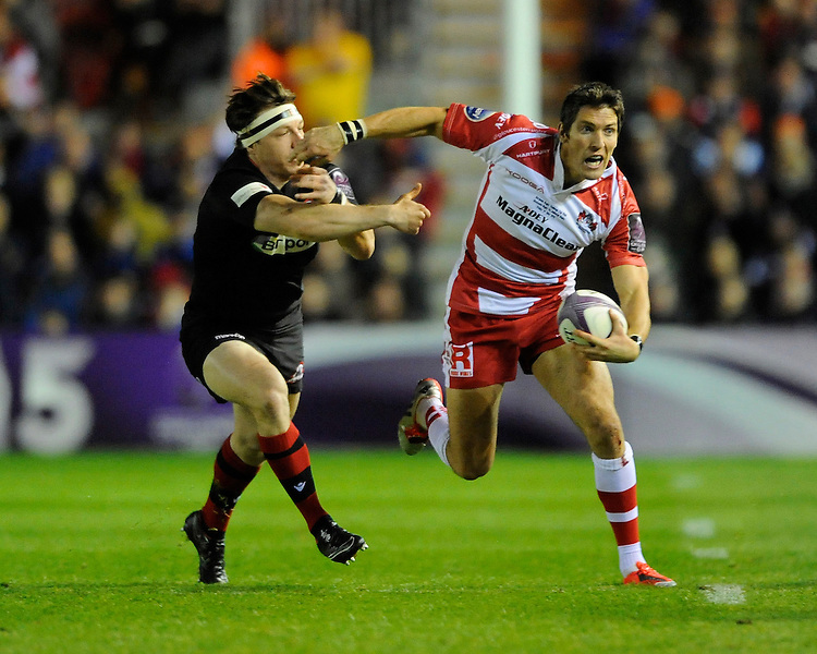 James Hook of Gloucester Rugby accelerates past Hamish Watson of Edinburgh Rugby
