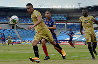 SANTA MARTA - COLOMBIA, 06-10-2019: Ricardo Marquez de Unión disputa el balón con Mauricio Gomez de Rionegro durante partido por la fecha 15 de la Liga Águila II 2019 entre Unión Magdalena y Rionegro Águilas jugado en el estadio Sierra Nevada de la ciudad de Santa Marta. / Ricardo Marquez of Union struggles the ball with Mauricio Gomez of Rionegro during match for the date 15 as part Aguila League II 2019 between Union Magdalena and Rionegro Aguilas played at Sierra Nevada stadium in Santa Marta city. Photo: VizzorImage / Gustavo Pacheco / Cont