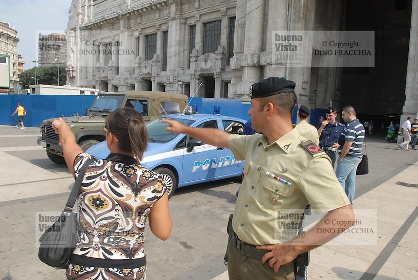- soldiersand Police in security service near Milan Central Station....- militari e Polizia in servizio di sicurezza nei pressi della Stazione Centrale di Milano