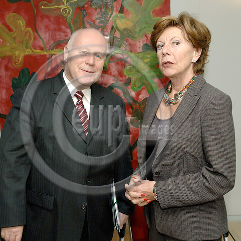 Brussels-Belgium - 01 June 2006---Neelie KROES (ri), European Commissioner in charge of Competition, receives Prof. Dr. Georg MILBRADT (le), Prime Minister / President of the Government of the Free State of Saxony / Germany---Photo: Horst Wagner/eup-images
