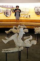I calchi delle vittime di pompei sottoposte a tac per studiare attraverso l analisi delle ossa abitudini e usi  degli antichi romani<br /> <br /> A working team appointed by the Archaeological Superintendence of Pompeii performs a Cat scan (Computerized axial tomography) on one of thirty casts of the victims of the eruption of Vesuvius in 79 AD in Pompeii, in Napoli, Italy, 29 September 2015. e tra due uomini l'abbraccio  di Pompei<br /> esame DNA sui calchi ha stabilito che u calchi appartenevano a due uomini non parenti tra di loro