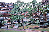London: Pimlico, Lillington Gardens Estate, Vauxhall Bridge Rd. 1961-71. Darbourne and Darke. (See comment in Guide on their D-12, however.)Photo '90.