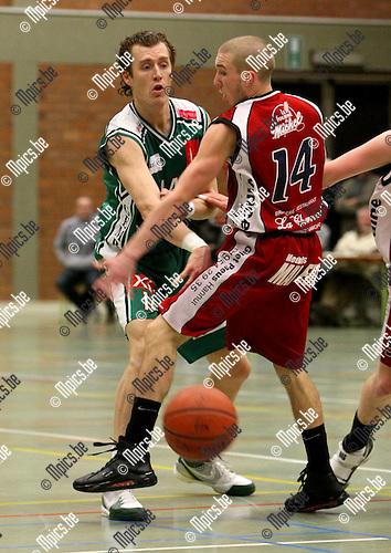 2010-02-20 / Basketbal / seizoen 2009-2010 / Gembo - Luik / Salden (L, Gembo) met Boxus..Foto: mpics