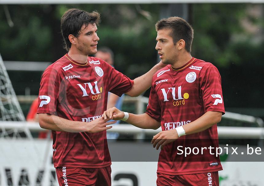 SV Zulte - Waregem : Aleksandar Trajkovski scoort en viert met Ivan Lendric.foto VDB / BART VANDENBROUCKE