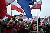 Demonstration gegen das neue Mediengesetz und die polnische Regierung vor dem Polnischen Fernsehen TVP. <br /><br />An anti-government demonstrationby the &quot;Committee for the Defense of Democracy&quot; (KOD) for free media in front of the Polish public Television (TVP) headquarter in Warsaw.