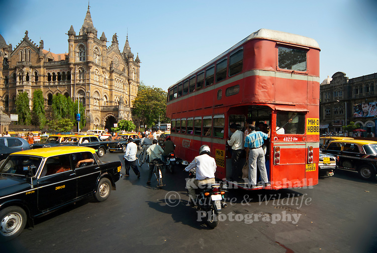 Busy Bombay city (Mumbai) - Though 88% of the city's commuters travel by public transport, Mumbai still continues to struggle with traffic congestion.