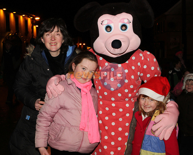 Bridie, Roisin and Aisling Maguire as Santa arrives in Dunleer...Photo NEWSFILE/Jenny Matthews..(Photo credit should read Jenny Matthews/NEWSFILE)