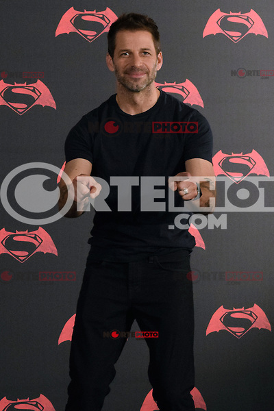 Ciudad de M&eacute;xico, M&eacute;xico.- 19 de marzo 2016 &ndash; St Regis Hotel<br /> Los actores de la pel&iacute;cula Batman v. Superman: &ldquo;El amanecer de la justicia&rdquo;, Henry Cavill, Gal Gadot, Ben Affleck y Zack Snyder (Director) posan durante la conferencia de prensa para promover su m&aacute;s reciente pel&iacute;cula, que se estrenara el 24 de marzo en los cines de M&eacute;xico.