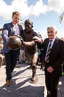Padraig Og O' Se, stands beside the statue to his father Paidi after the unveiling by former Kerry trainer Mick O'Dwyer outside Paidi's pub at Ard an Bothair, Ventry, County Kerry on at the weekend. <br /> Picture by Don MacMonagle