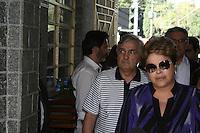 SAO PAULO, SP, 14.09.2013 - Dilma Rousseff comparece ao velório do corpo do ex-ministro Luiz Gushiken, no Cemitério Redenção, na região oeste da capital paulista, na manhã deste sábado (14). Gushiken morreu na noite de ontem (13), no Hospital Sírio-Libanês, onde estava internado em estado grave para tratar de um câncer. O enterro está confirmado para às 16h. (Foto: Mauricio Camargo / Brazil Photo Press).