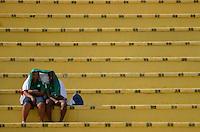 ATENÇÃO EDITOR: FOTO EMBARGADA PARA VEÍCULOS INTERNACIONAIS - SÃO PAULO, SP, 16 DE SETEMBRO DE 2012 - CAMPEONATO BRASILEIRO - PALMEIRAS x CORINTHIANS: Torcedores do Palmeiras antes da partida Palmeiras x Corinthians, válida pela 25ª rodada do Campeonato Brasileiro no Estádio do Pacaembú. FOTO: LEVI BIANCO - BRAZIL PHOTO PRESS