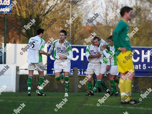 2008-04-12 / Voetbal / Sint-Lenaarts - Hasselt / Stijn Mellemans (tweede van links) viert zijn doelpunt (0-1)..Foto: Maarten Straetemans (SMB)