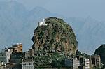 Al Hoteib, lieu saint des Ismaéliens installé dans un décor de grès rouge