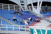 CALI -COLOMBIA-27-02-2014. Seguidores del Deportivo Cali durante partido con Itaguí  por la fecha 8 de la Liga Postobón I 2014 jugado en el estadio Pascual Guerrero de la ciudad de Cali./ Deportivo Cali supporters during the match with Itagui for the 8th date of Postobon League I 2014 played at Pascual Guerrero stadium in  Cali city.Photo: VizzorImage/ Juan C. Quintero /STR