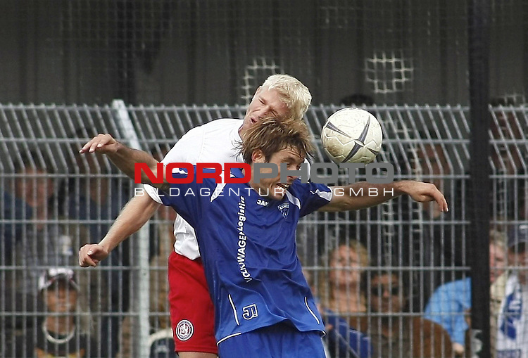 RLN 2007/2008 6. Spieltag Hinrunde<br /> BSV Kickers Emden - Wuppertaler SV Borussia<br /> Kopfballduell Radovan Vujanovic (Emden#10) - Andre Wiwerink (Wuppertal#20)<br /> <br /> <br /> Foto &copy; nph (  nordphoto  )<br /> <br /> <br /> <br />  *** Local Caption ***