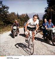 12/7/1960. Tour de France 1960. Brian Robinson.<br /> Credit: Offside / L'Equipe. COPYRIGHT WARNING : THIS IMAGE IS RIGHTS MANAGED AND THE COPYRIGHT MAY SIT WITH A THIRD PARTY PLEASE CONTACT simon@swpix.com BEFORE DOWNLOAD AND OR USE