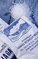 Europe/Espagne/Canaries/Lanzarote : Sel des salines de Janubio