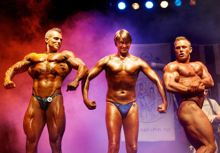 Oslo, 20061008. Thomas og Harald pr??ver seg som kroppsbyggere. NM i kroppsbygging 2006, Sentrum Scene. Foto: Eirik Helland Urke / Dagbladet
