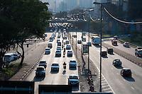 SÃO PAULO-SP-TRÂNSITO RADIAL LESTE - O Motorista enfrenta lentidão na Avenida Radial Leste sentido zona leste.Região central da cidade de São Paulo, no final da tarde dessa Sexta-Feira,05(Foto:Kevin David/Brazil Photo Press)