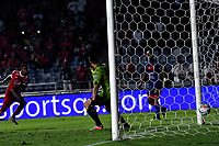 CALI - COLOMBIA, 15-09-2018: Yesus Cabrera (Izq.), jugador de América de Cali, anota gol a Nohuel Losada, portero de Deportivo Pasto, durante partido entre América de Cali y Deportivo Pasto, de la fecha 10 por la Liga Aguila II 2018 jugado en el estadio Pascual Guerrero de la ciudad de Cali. / Yesus Cabrera (L), player of America de Cali, scored a goal to Nohuel Losada, goalkeeper of Deportivo Pasto, during a match between America de Cali and Deportivo Pasto, of the 10th date for the Liga Aguila II 2018 at the Pascual Guerrero stadium in Cali city. Photo: VizzorImage / Luis Ramirez / Staff.