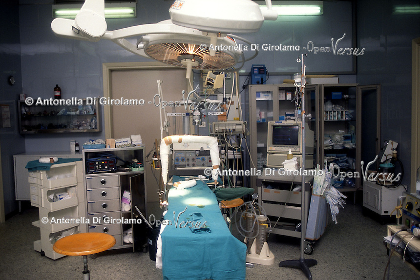 Ospedale San Camillo, Roma. Reparto di Chirurgia pediatrica..San Camillo Hospital, Rome. Department of Pediatric Surgery..Camera operatoria vuota. Operating room empty.....