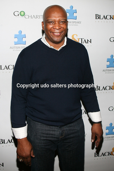 NFL SUPERBOWL CHAMPION HOWARD CROSS ATTENDS NFL LEGENDS JOE MONTANA & DWIGHT CLARK HONORED AT THE CATCH SUPER BOWL  VIEWING PARTY HELD AT THE EDISON BALL ROOM, NY