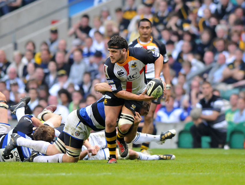 Photo: Tony Oudot/Richard Lane Photography. London Wasps v Bath Rugby. The St. George's Day Game. Guinness Premiership. 24/04/2010. .Rob Webber passes for Wasps.