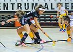 Almere - Zaalhockey Amsterdam-Den Bosch (v)  .   Pleun van der Plas (DBO) met Noor de Baat (A'dam) . TopsportCentrum Almere.    COPYRIGHT KOEN SUYK