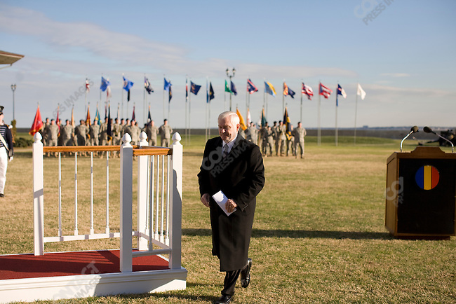 ©2008 David Burnett.Contact Press Images.Dec 8, 2008..Secretary of Defense Robert Gates, en route from Andrews AFB/Washington DC to Langley AFB Norfolk Virginia where he presided over the promotion ceremony of General Martin Dempsey , and retirement of General William Wallace at TRADOC (T raining and Doctrine Command) in  Norfolk, VA