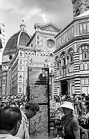 Firenze, Piazza del Duomo. Tourists at the Cattedrale di Santa Maria del Fiore
