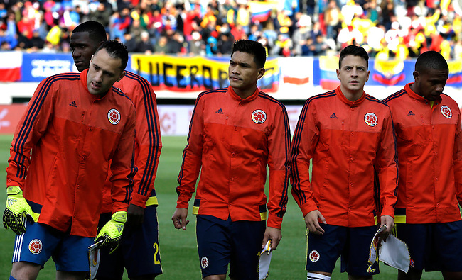 Miembros de la Seleccion Colombia se dirigen al centro del campo de juego antes del comienzo del encuentro con Peru por<br />  la Copa America 2015 en Temuco, Chile. <br /> <br /> Foto Archivolatino<br /> Fotografia exclusiva para Chevrolet de Colombia, no se permite su uso sin autoriacion de la emrpesa