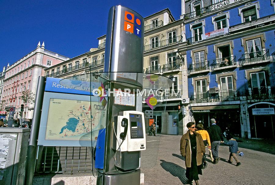 Telefone público na rua. Lisboa. Portugal. 1999. Foto de Juca Martins.