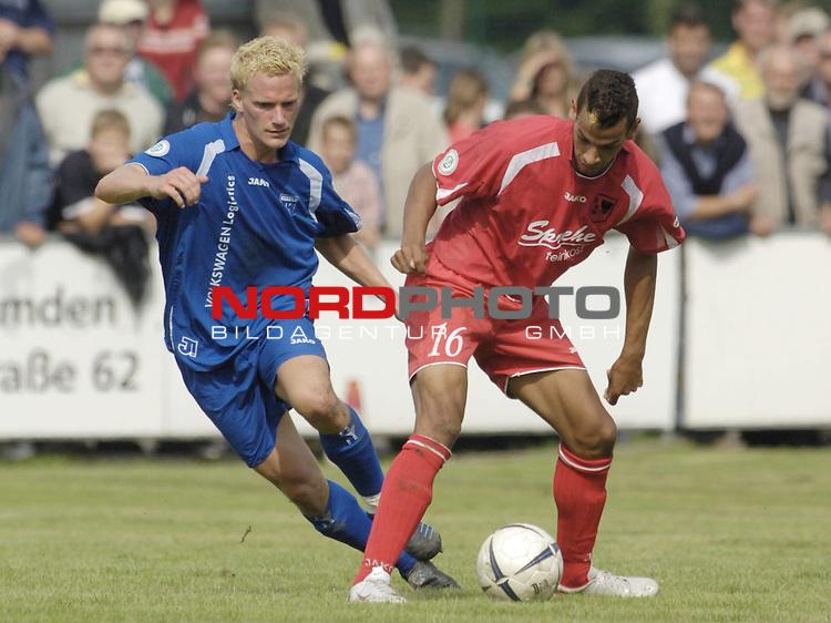 RLN 2006/2007 - 6.Spieltag Hinrunde Kickers Emden - SV Wilhelmshaven 3:1 fŁr Whv<br /> Sabastian Lammers (Kickers) gegen Christopher Kolm<br /> <br /> <br /> Foto &copy; nordphoto