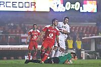 ATENÇÃO EDITOR: FOTO EMBARGADA PARA VEÍCULOS INTERNACIONAIS SÃO PAULO,SP,24 OUTUBRO 2012 - COPA SULAMERICANA - SÃO PAULO x LDU DE LOJA - Osvaldo jogador do São Paulo durante partida São Paulo x LDU de LOJA válido pelas oitavas de final da copa sulameircana no Estádio Cicero Pompeu de Toledo (Morumbi), na região sul da capital paulista na noite desta quarta feira (23).(FOTO: ALE VIANNA -BRAZIL PHOTO PRESS).
