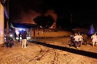 NAPOLI 04/05/2013 COMPLETAMENTE DISTRUTTO DA UN INCENDIO IL MUSEO DI CITTA DELLA SCIENZA FOTO CIRO DE LUCA