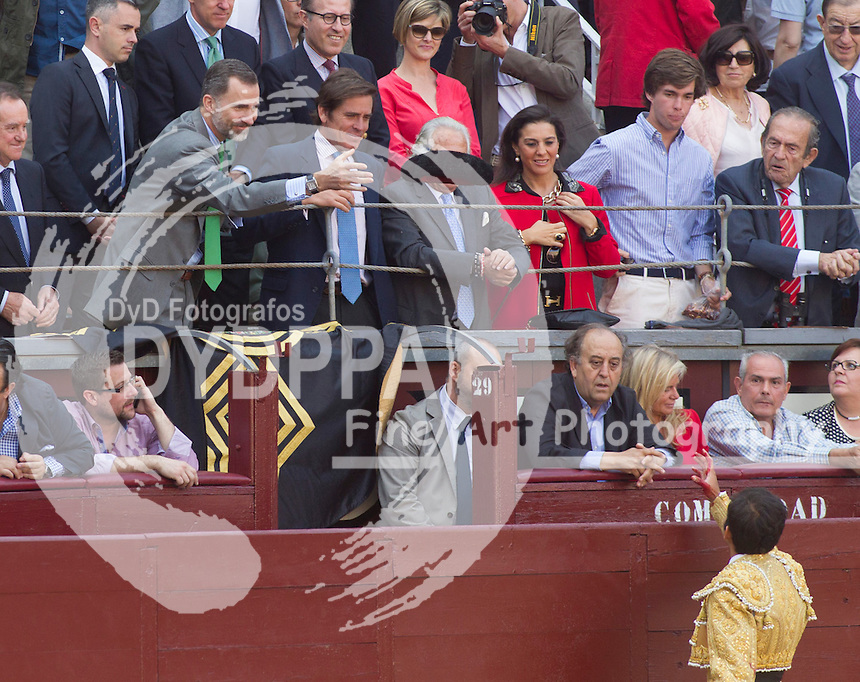 Bullfighter Joselito Adame brings the bull's death to King Felipe VI