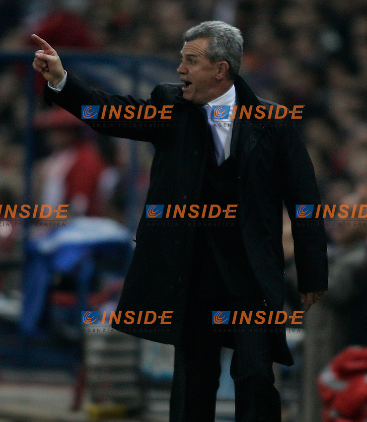 Atletico de Madrid's coach Javier Aguirre during  the Spanish League match between Atletico de Madrid and Real Madrid at Vicente Calderon Stadium in Madrid, Saturday February 24 2007. (INSIDE/ALTERPHOTOS/B.echavarri).