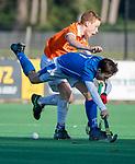 BLOEMENDAAL  - Timo Meijer met Joppe van Liebergen (Bl'daal) , competitiewedstrijd junioren  landelijk  Bloemendaal JB1-Kampong JB1 (4-3) . COPYRIGHT KOEN SUYK