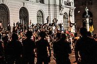RIO DE JANEIRO, RJ, 10.02.2014 - PROTESTO / AUMENTO DA TARIFA - Protesto contra o aumento da tarifa dos ônibus municipais do Rio, em vigor desde sábado, no centro da cidade, nesta segunda-feira. A tarifa passou de R$ 2,75 para R$ 3,00. (Foto: Marcelo Fonseca / Brazil Photo Press).