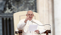 Papa Francesco tiene l'udienza generale del mercoled&igrave; in Piazza San Pietro, Citta' del Vaticano, 15 novembre, 2017.<br /> Pope Francis leads his weekly general audience in St. Peter's Square at the Vatican, on November 15, 2017.<br /> UPDATE IMAGES PRESS/Isabella Bonotto<br /> <br /> STRICTLY ONLY FOR EDITORIAL USE
