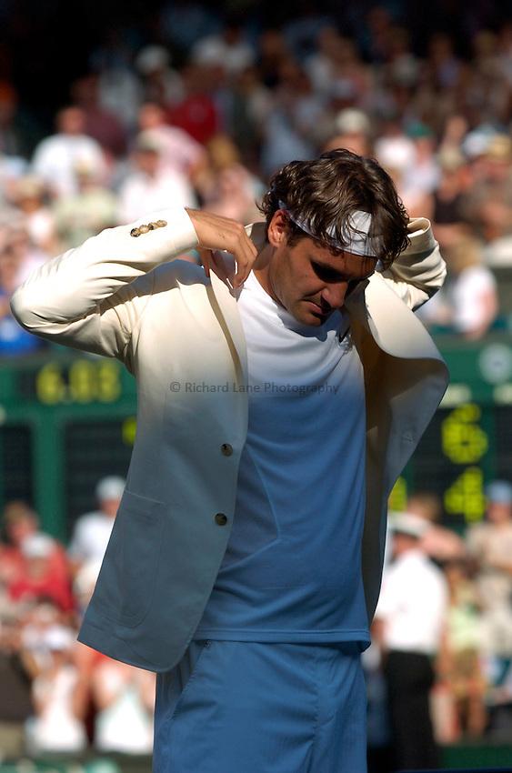 Photo: Richard Lane..Wimbledon Championships. 03/07/2006. .Roger Federer of Switzerland puts on his blazer.