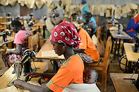 KENYA, Turkana, refugee camp Kakuma, Don Bosco vocational training, tailoring training for women / KENIA, Turkana, Fluechtlingslager Kakuma, Don Bosco Berufsschule, Schneiderausbildung fuer Frauen