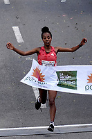 BOGOTÁ -COLOMBIA, 29-07-2018: Netsanet Gudeta de Etiopía, en categoría elite damas, se impuso en los 21 Kms de la media maratón de Bogota 2018, MMB, con un tiempo de 1h. 11m. 34s. A la carrera asistieron más de 42.000 atletas. / Netsanet Gudeta of Ethiopia, in elite women category, won in the 21 Kms of the Bogota Half Marathon 2018, MB, with a time of 1h. 11m. 34s. At this edition were more than 42.000 athletes. Photo: VizzorImage/ Diego Cuevas / Cont.