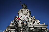 Manifestazione per il clima sulla statua di Marianne in piazza della repubblica