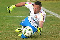 BARRANQUILLA - COLOMBIA -29-08-2016: David Ospina arquero de la Selección Colombia durante entrenamiento en la cancha de la Universidad Autónoma de Barranquilla. Colombia prepara para el próximo partido partido contra Venezuela por la calificificacion a la Copa Mundo FIFA 2018 Rusia. / David Ospina goalkeeper of Colombian team during training session ata Universidad Autonoma field in Barranquilla city. Photo: VizzorImage / Alfonso Cervantes / Cont
