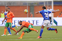 ENVIGADO -COLOMBIA-11-08-2013. Aspecto del encuentro entre Envigado y Millonarios válido por la fecha 3 de la Liga Postobón II 2013 realizado en el Parque Estadio de la ciudad de Envigado./ Aspect of match between Envigado and Millonarios valid for the 3th date of the Postobon League II 2013 at Parque Estadio in Envigado city.  Photo: VizzorImage/Luis Ríos/STR