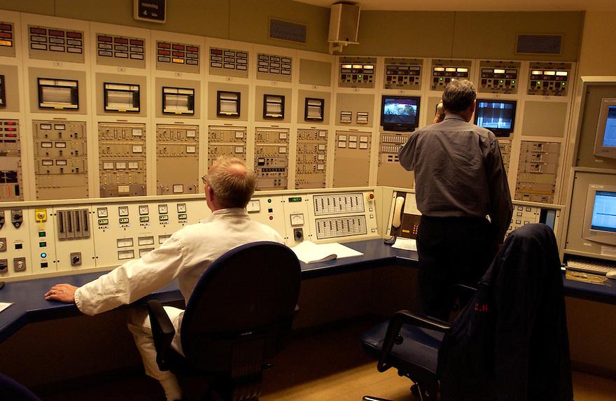 Nederland, Petten, 4-2-2002..Kernreactor van de ECN te Petten..Controlekamer van de centrale..Kernenergie..Foto: (c) Michiel Wijnbergh/Hollandse Hoogte