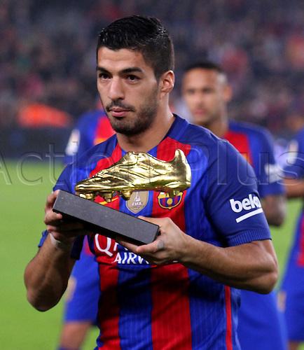 29.10.2016 Barcelona. La Liga football league.  Luis Suarez as he receives the La Bota de Oro trophy before the game between FC Barcelona and Granada CF at camp nou