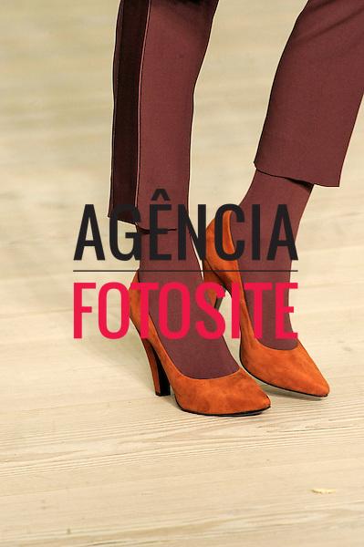 London, Inglaterra – 17/02/2013 - Detalhes do desfile de Vivienne Westwood Red Label  durante o London Fashion Week  -  Inverno 2013. <br /> Foto: Firstview/FOTOSITE