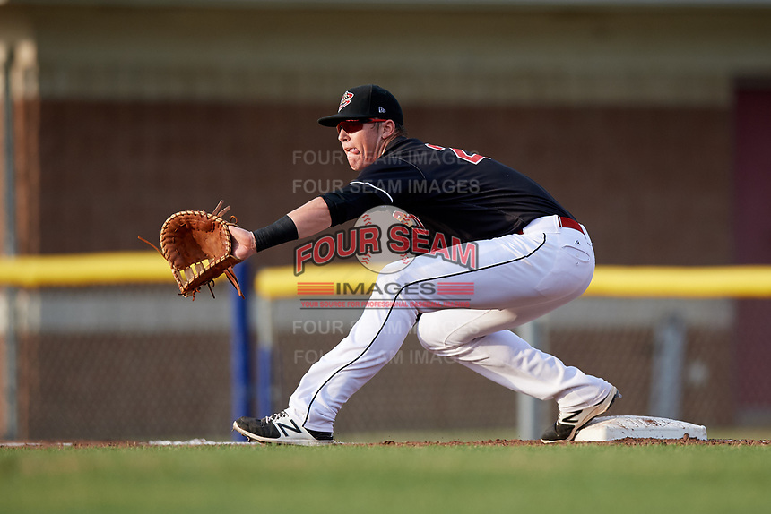 Batavia Muckdogs first baseman Sean Reynolds (25) during a game against the West Virginia Black Bears on July 2, 2018 at Dwyer Stadium in Batavia, New York.  West Virginia defeated Batavia 3-1.  (Mike Janes/Four Seam Images)